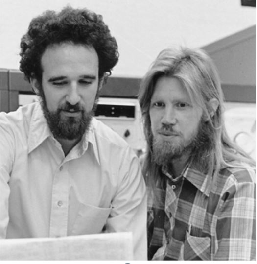 Martin E. Hellman, izq., y Whitfield Diffie in 1977. Fuente: Chuck Painter/Stanford News Service NYTimes