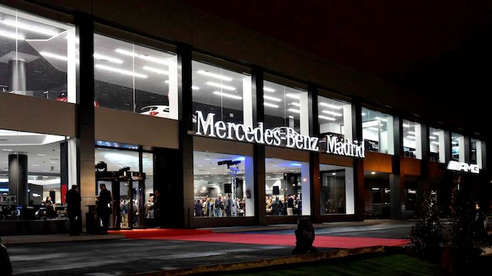 mercedes benz retail inaugura flagship store